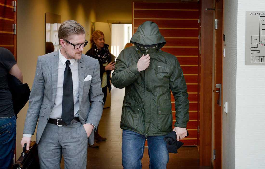 Rättegång mot mannen som hotade Aftonbladets ledarskribent Anders Lindberg.