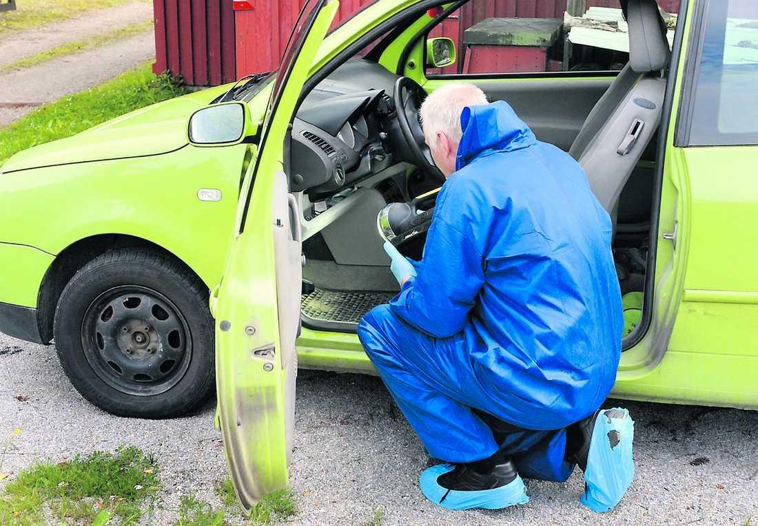 försvunnen bil Marina Johansson hade två bilar. En Hyundai Tuscon, som hittades på torsdagsmorgonen, och en VW Lupo som i går undersöktes av polisens tekniker.