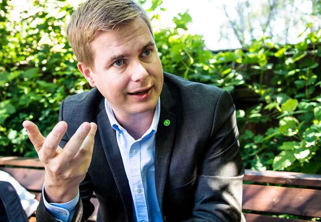 Gustav Fridolin (MP), utbildningsminister Fridolin fick undersökningens sämsta betyg: 2,0 (-0,4 sedan förra mätningen som gjordes i december 2015.)