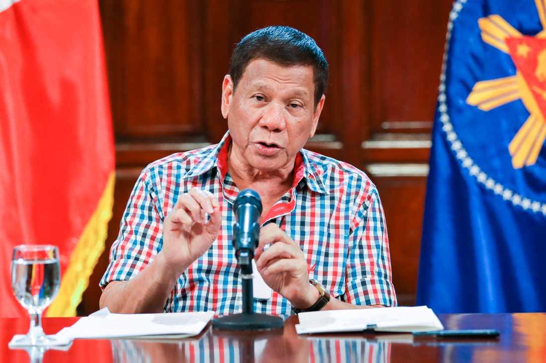 Filippinernas president Rodrigo Duterte i sitt tv-sända tal.
