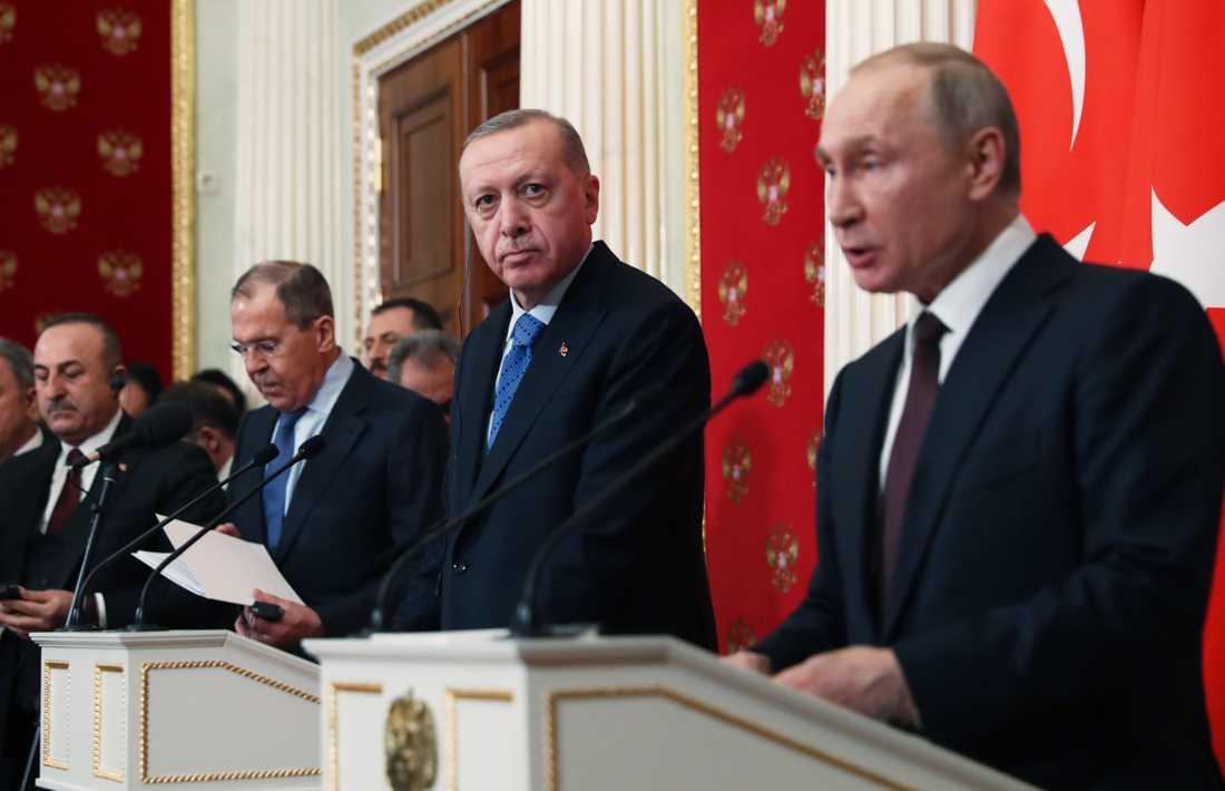 Turkiets president Recep Tayyip Erdogan och Rysslands dito Vladimir Putin vid presskonferensen i Moskva.