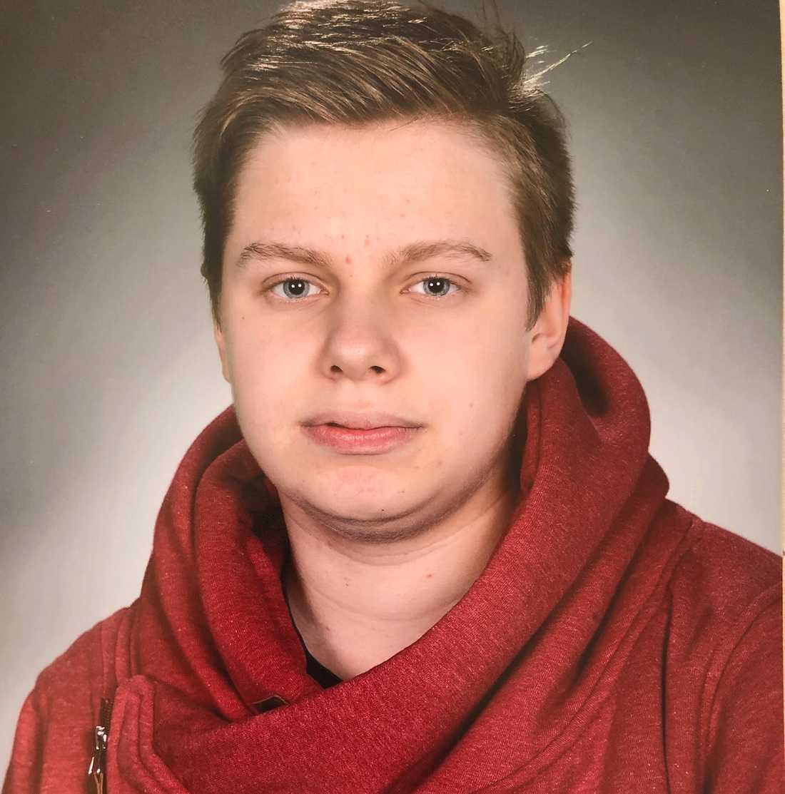 Elliot Gustavsson, 18, dog av cancer efter att ha skickats hem från vårdcentralen.