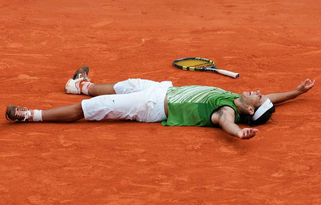 2005-2008, Rafael Nadal (ESP) 2005-2008 var Nadals år. 2005 slog han ut Mariano Puerta (ARG) med siffrorna 6–7(6–8), 6–3, 6–1, 7–5. Tre följande år stod finalen mellan Nadal och Roger Federer, där Nadal gick segrande ur alla. 2006 vann han med siffrorna 1–6, 6–1, 6–4, 7–6(7–4), 2007 med 6-3, 4-6, 6-3, 6-4 och 2008 med 6-1, 6-3, 6-0. 2008 gick Nadal genom hela Franska öppna-turningen utan setförlust.