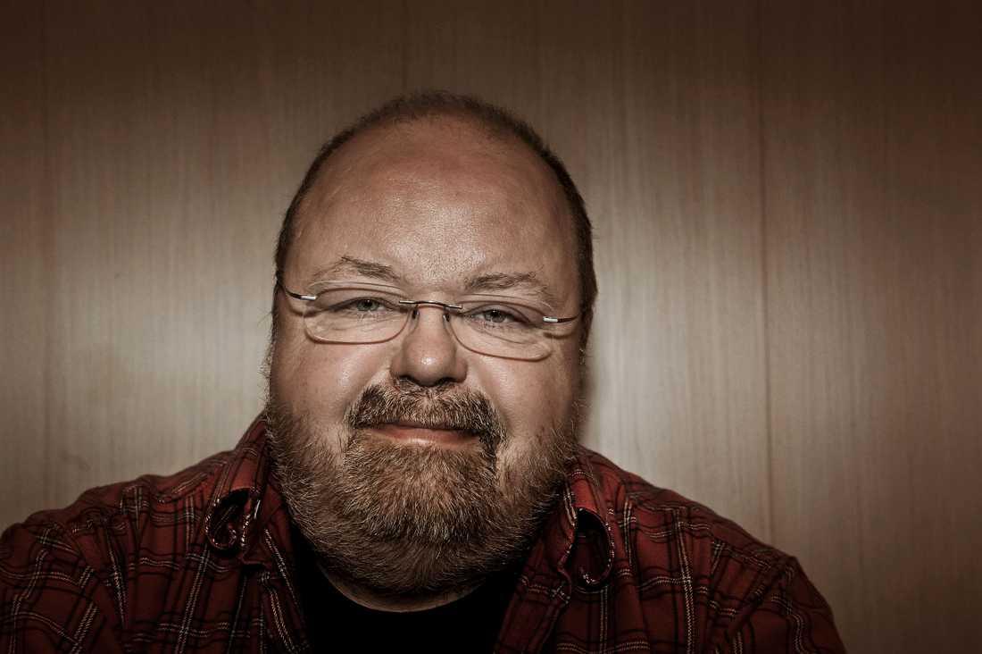 Kalle Moraeus, programledare och folkmusiker.