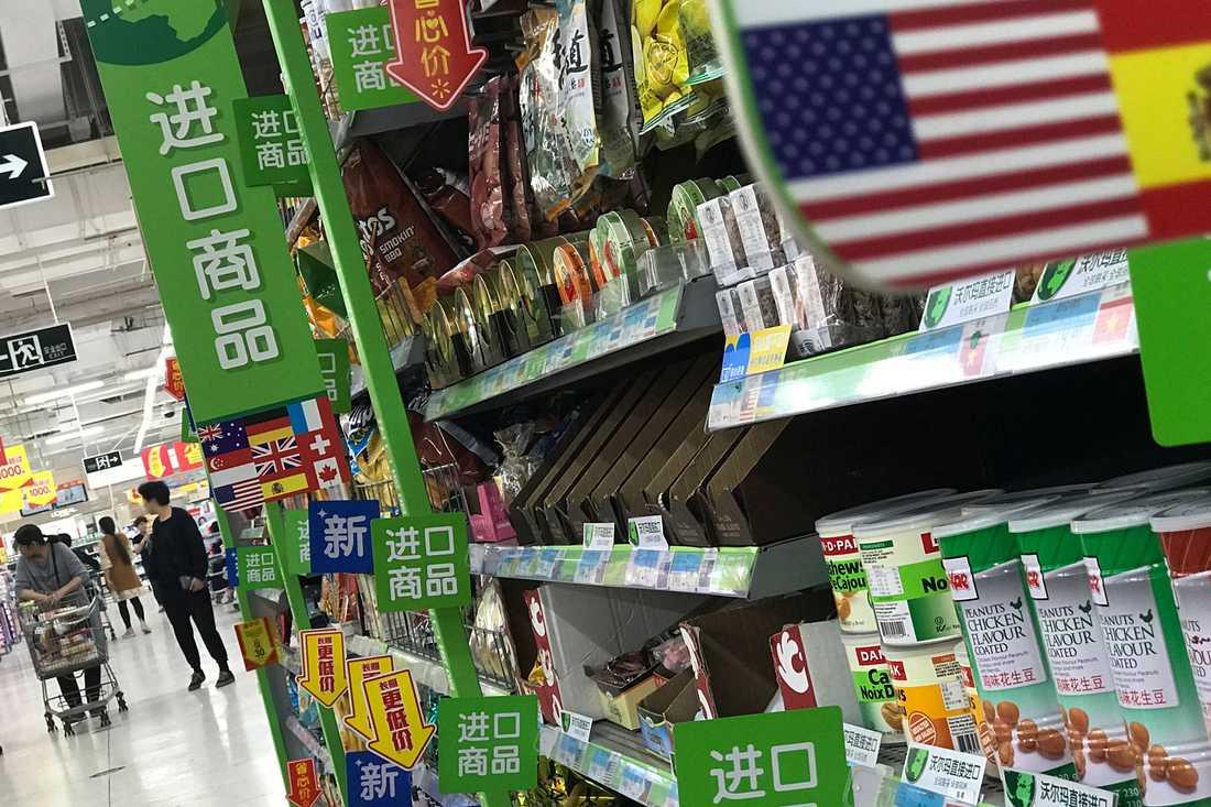 Kina inför extraavgifter på 128 amerikanska produkter som ett direkt svar på Trumps stål- och aluminiumtullar.