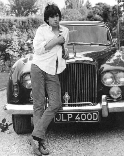 """Keith och """"Blue Lena"""" som han kallade bilen, fotograferad på 1960-talet."""