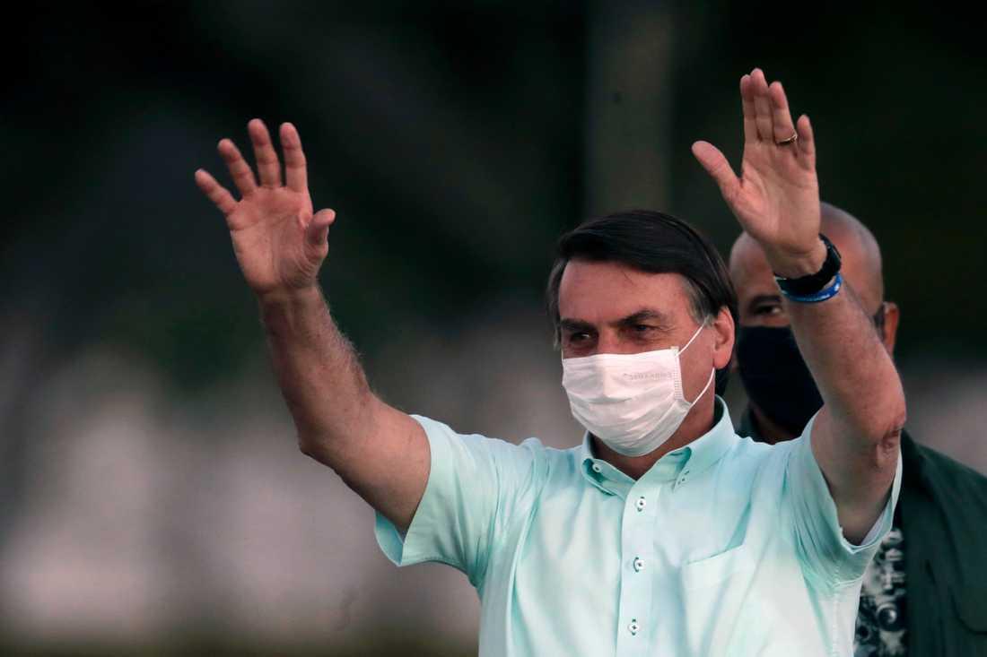 Brasiliens president Jair Bolsonaro har precis kommit ut från en tre veckor lång karantän efter att ha smittats med coronaviruset.