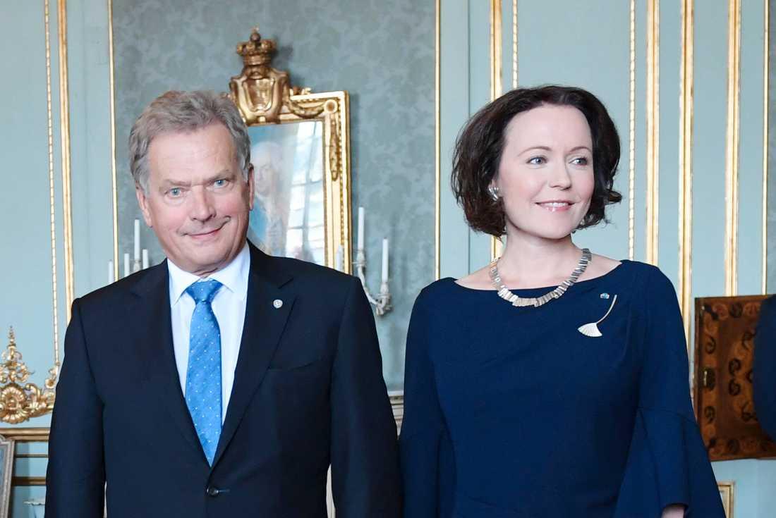 Sauli Niinistö med hustrun Haukio under en lunch på slottet i Stockholm 2017.