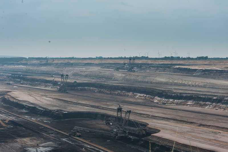 Ett månlandskap Att bryta brunkol är en av de mest klimatskadliga formerna av energiutvinning, skriver dagens debattör och hoppas på att Vattenfall i stället satsar på klimatvänliga alternativ. Bilden är från dagbrottet Welzow-Süd I, bara ett par kilometer norr om Proschim.