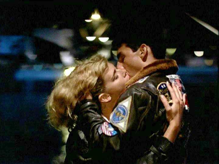 "FLER SOM KYSST CRUISE Kelly McGillis i ""Top gun""."