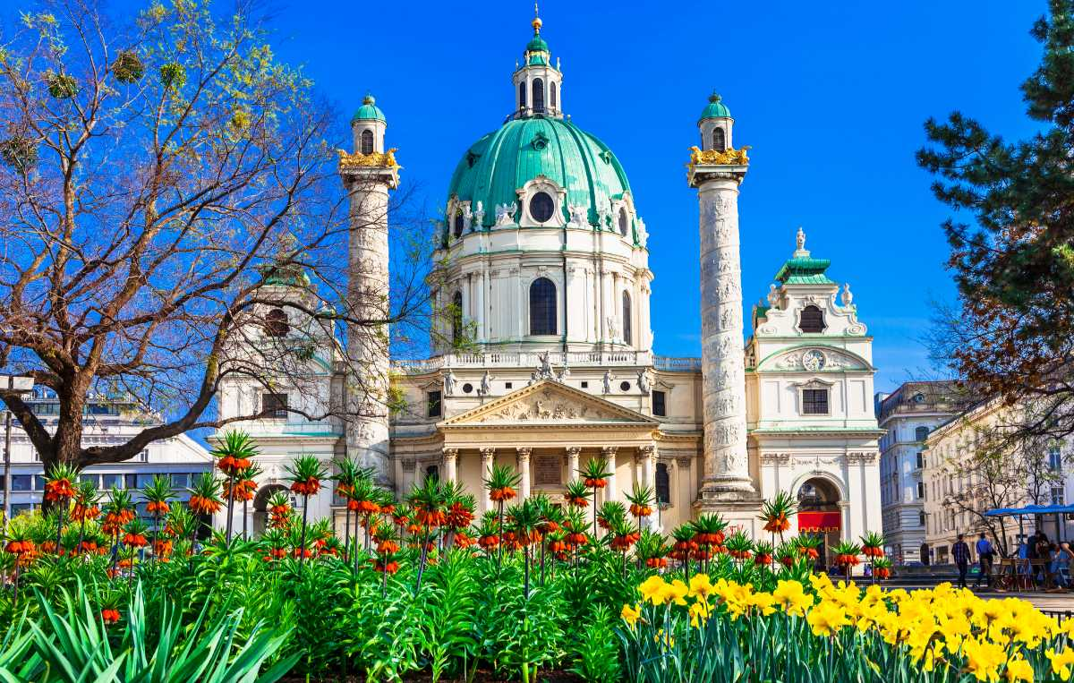 Vackra Karlskirche i Wien.