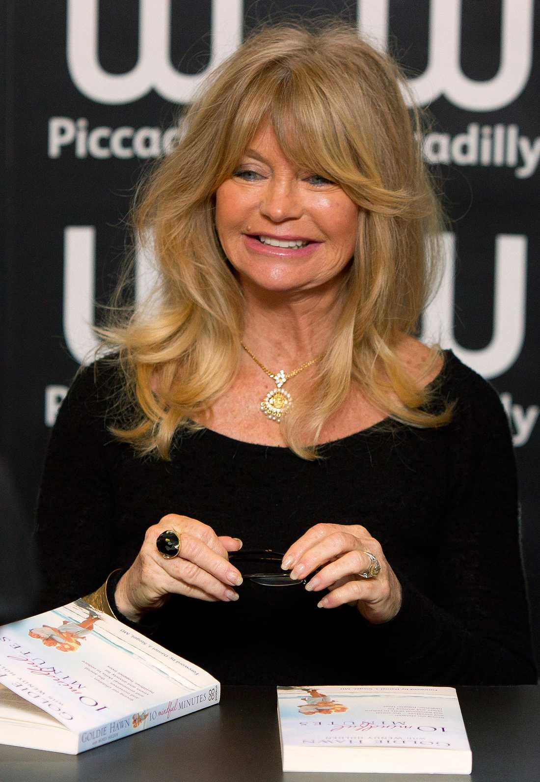 Goldie Hawn kan också se spöken.