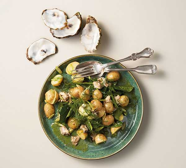 Tina Nordströms potatissallad med spenat och ostronvinägrett