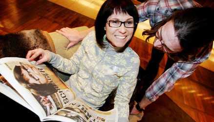 Marie Lindbergs skiva är redan på gång. Kritiker menar att askungesagan är en del av marknadsföringen.