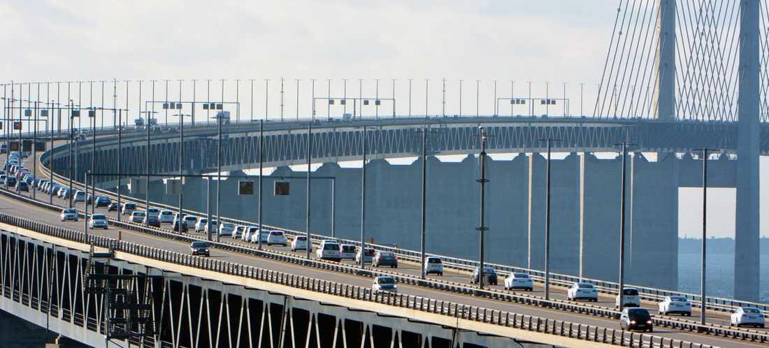 Att köra över Öresundsbron kostar redan pengar – och snart kan det kosta att köra på vägarna i Danmark också.