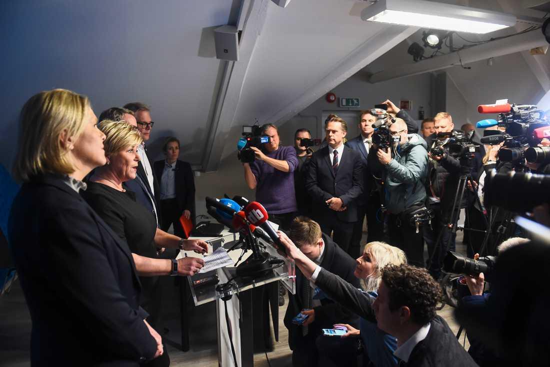 FRP-ledaren och Siv Jensen meddelade vid en presskonferens att hennes parti lämnar regeringssamarbetet.