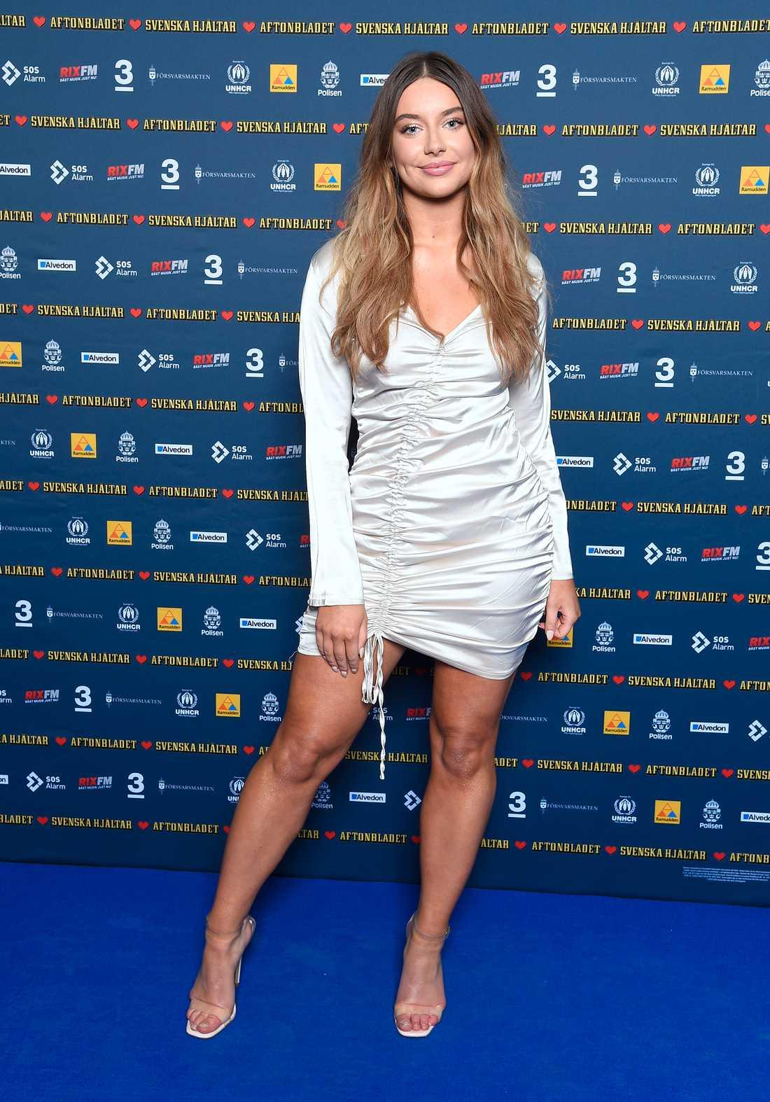 """Hanna Ferm gjorde succé både i """"Idol"""" och i Melodifestivalen. Till galan glänste hon i långärmat vitt."""