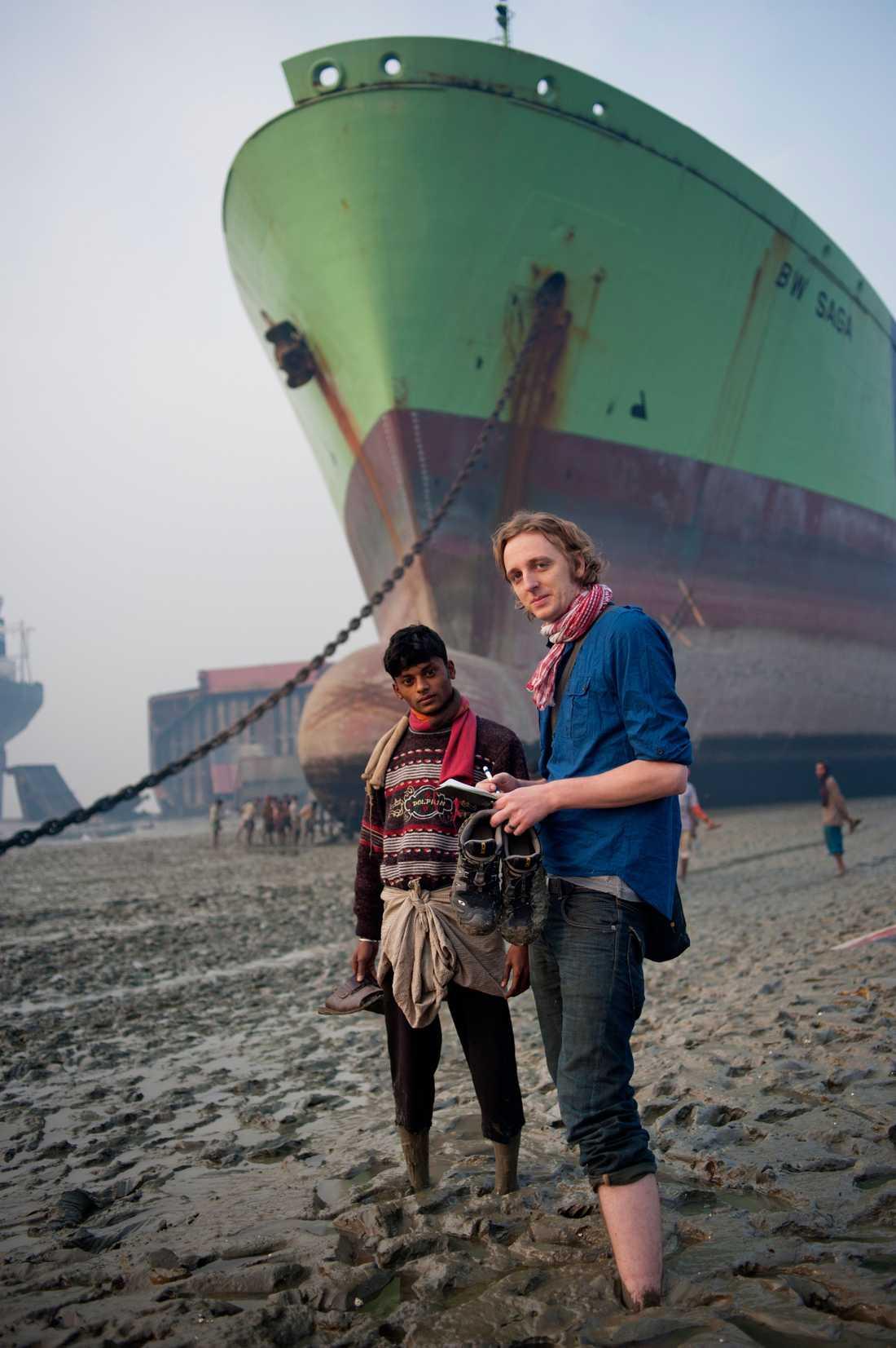 Här är journalisten Martin Shibbye på uppdrag i Bangladesh 2010.