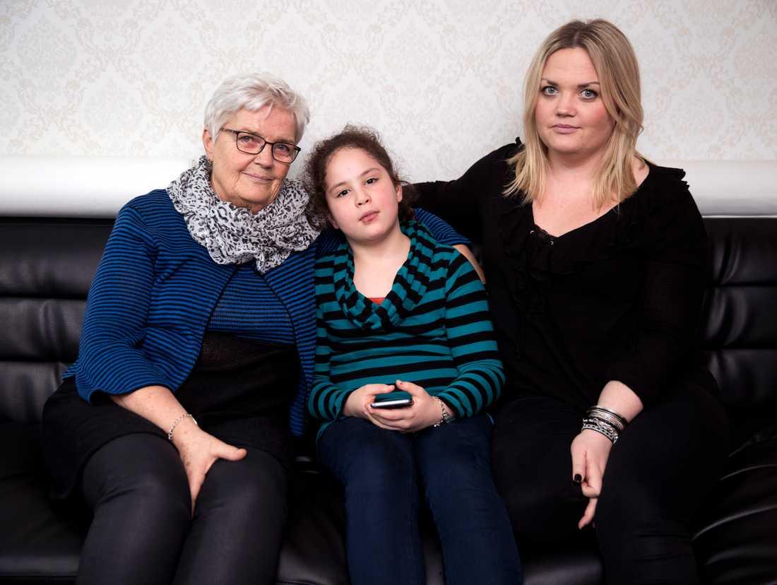 Marwa, 9 år, ska utvisas till Marocko. Med vännerna Kristina och Helena Fredriksson