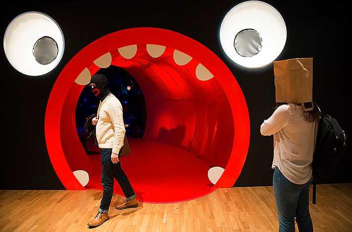 sätter punkt i dag Makode Lindes utställning på Kulturhuset i Stockholm vållade rabalder på grund av att titeln skulle innehålla n-ordet. Ulrika Stahre konstaterar att utställningen hade vunnit på att behålla den ursprungliga titeln.