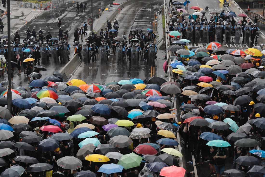 Demonstrationerna har pågått i en månad mot det lagförslag som skulle tillåta utlämningar av brottsmisstänkta till det kinesiska fastlandet.