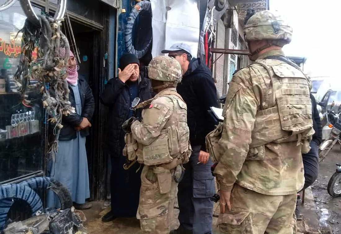 På bilden syns amerikanska soldater i Manbij i nordöstra Syrien. Bilden är från den 23 december.