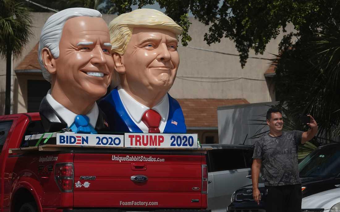 En skulptur av Demokraternas presidentkandidat Joe Biden och den sittande republikanske presidenten Donald Trump i Fort Lauderdale i Florida.