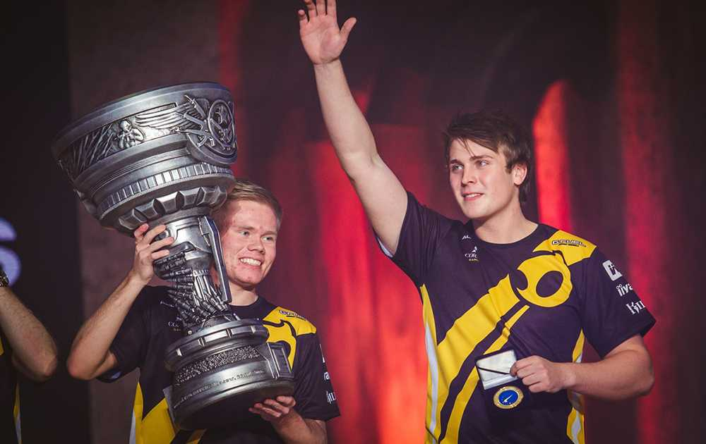 Magiskboy with the trophy at Epicenter, flanked by his teammate k0nfig who became MVP of the tournament. Photo: Epicenter.gg