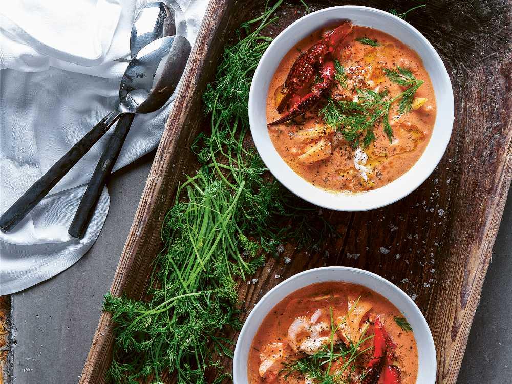 Tomat- och fänkålssoppa med skaldjur och lax