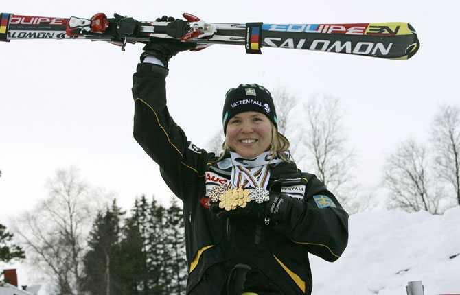Silver i lagtävlingen Sista dagen av VM   och efter silvret i lagtävlingen är Anja historisk som första kvinna att ta fem medaljer i ett och samma VM.