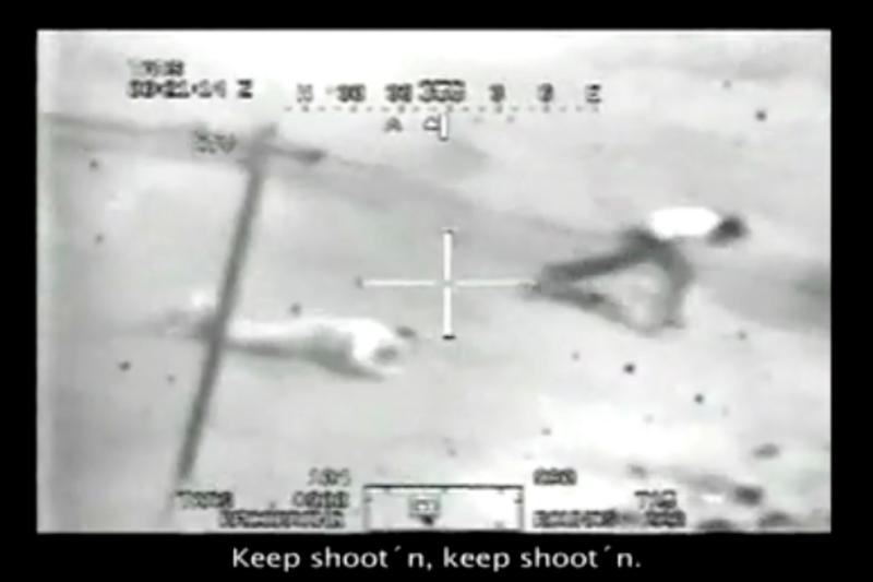 Bild ur videon där en amerikansk helikopterbesättning mejar ner irakier på öppen gata i Bagdad 2007. Filmen publicerades av Wikileaks.