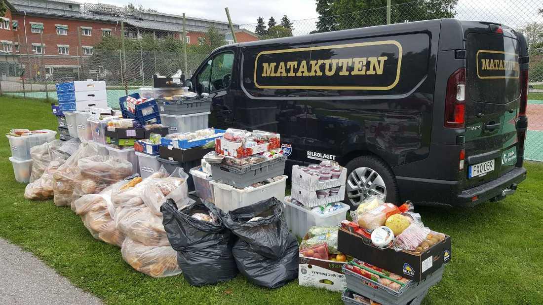 Så här mycket mat samlar Lasse Wennman in på en enda dag.