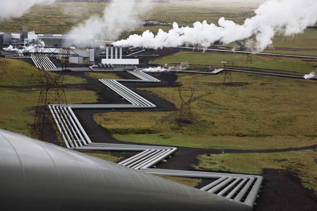 Forskare inom projektet Carbfix har utvecklat en metod för att lagra koldioxid i marken vid det geotermiska kraftverket Hellisheidi utanför Reykjavik. Arkivbild.