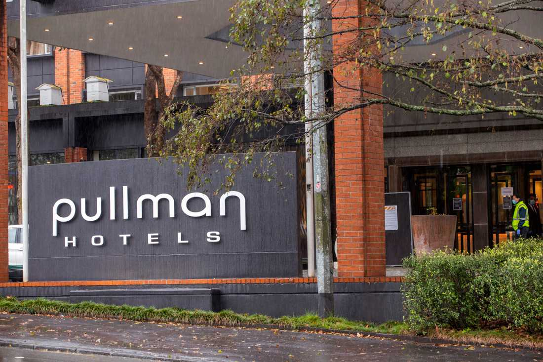 Pullman Hotel i Auckland är ett hotell dit personer som anländer till Nya Zeeland sitter två veckor i karantän innan de släpps ut i samhället. Arkivbild.