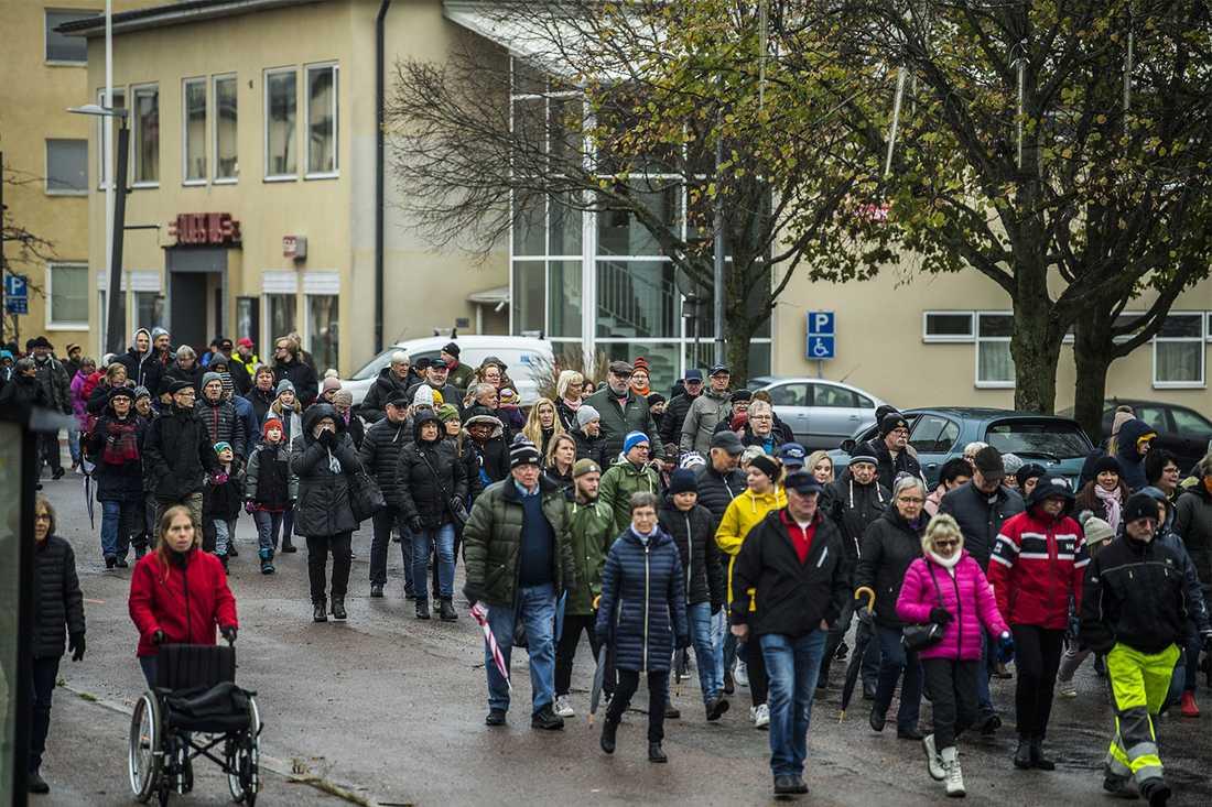 Hundratals samlades i Boxholm för att marschera mot beslutet att flytta osttillverkningen till Östersund.