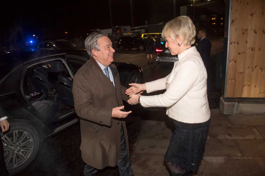 2018. Utrikesminister Margot Wallström tar emot FN:s generalsekreterare Antonio Guterres på Arlanda.