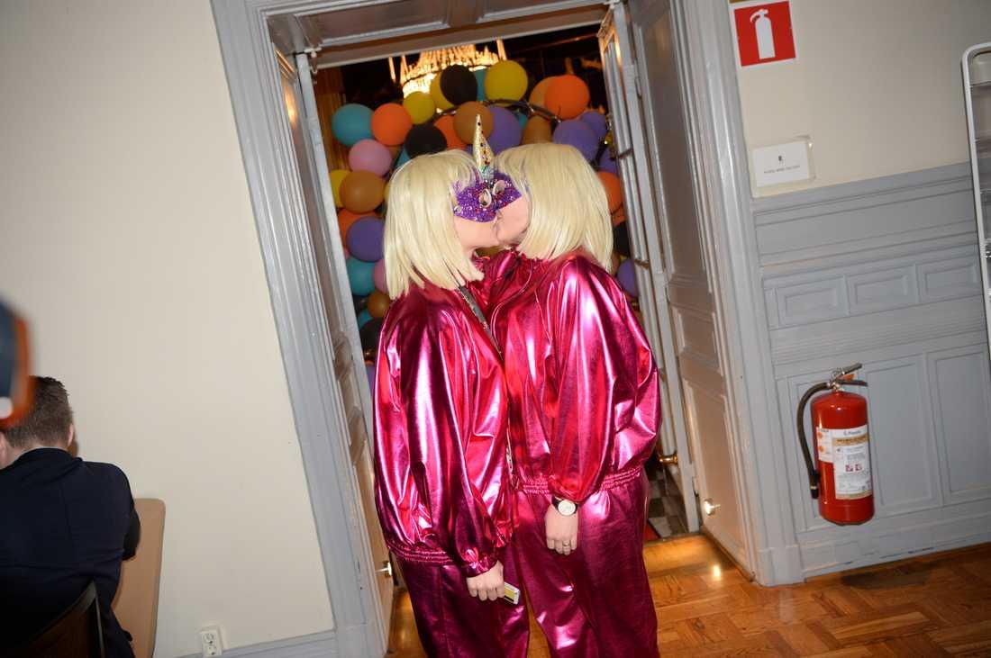 Ingen hemlighet. Kamferdrops blev så kör i sin dansare i Melodifestivalen att de hånglade loss inför kamerorna på efterfesten i februari i Karlstad.