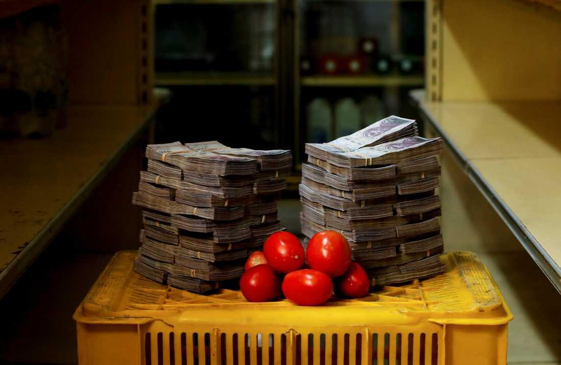 Priset för ett kilo tomater i Venezuela är fem miljoner bolivares. Foto: Carlos Garcia Rawlins