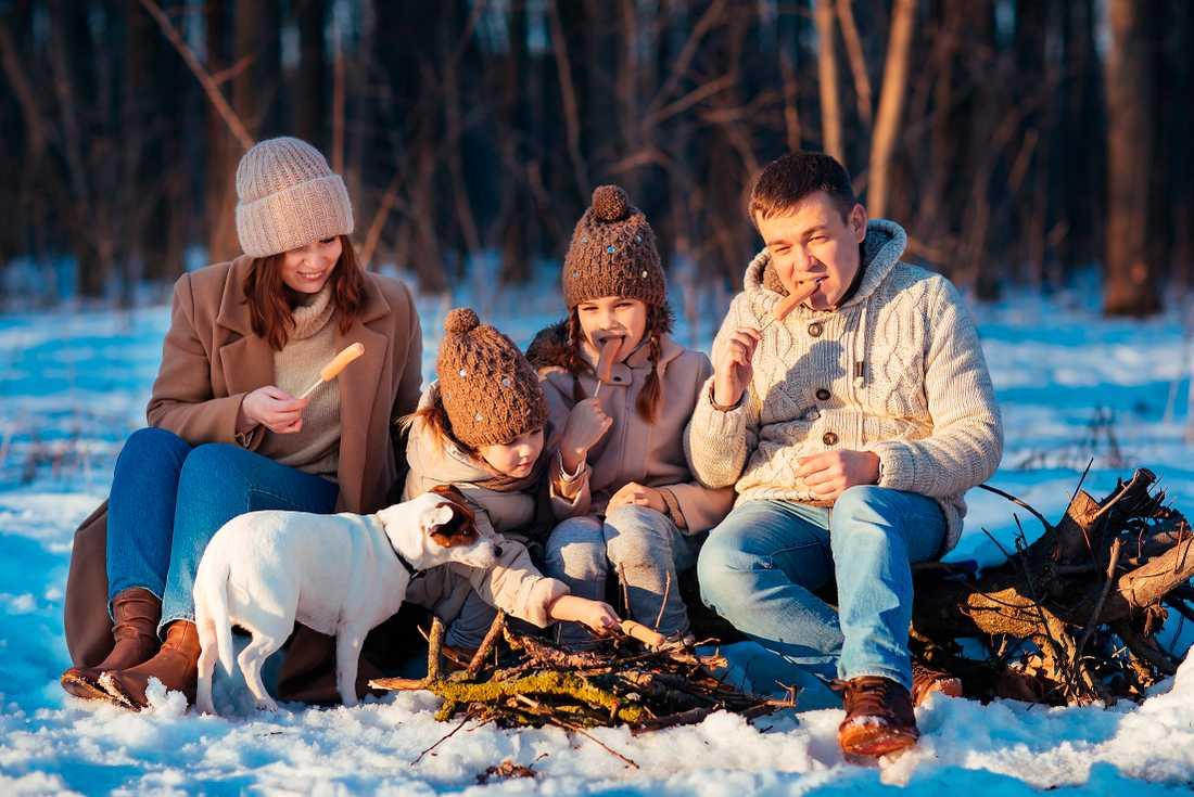I år blir det ingen stressig rundresa till släkt och vänner. Passa på att umgås med familjen i stället.