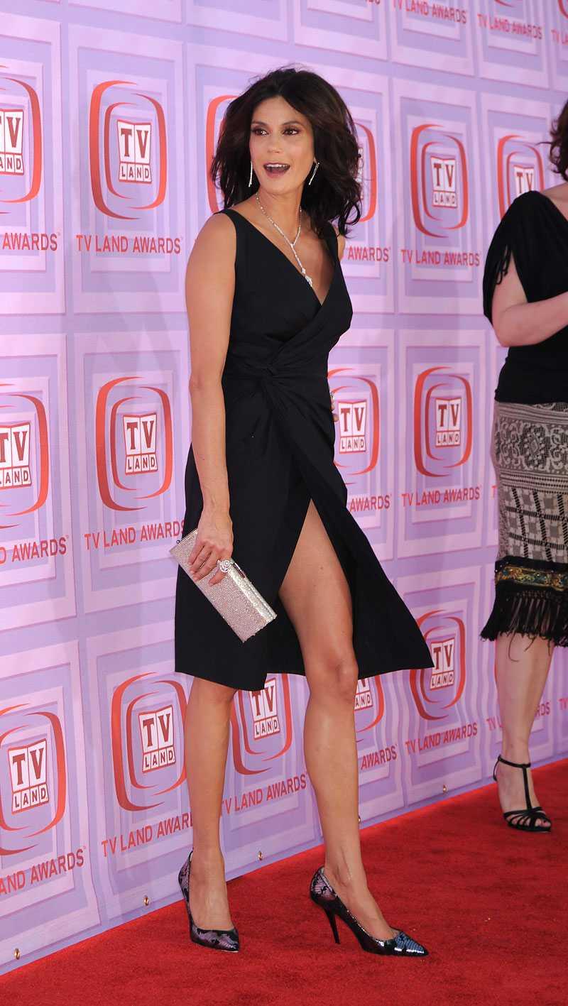 """TERI HATCHER Var så säkra på att vi kommer att fort sätta se höga slitsar på röda mattan under 2009. Den 44-åriga """"Desperate housewives""""-stjärnan bär stilsäkert upp trenden."""