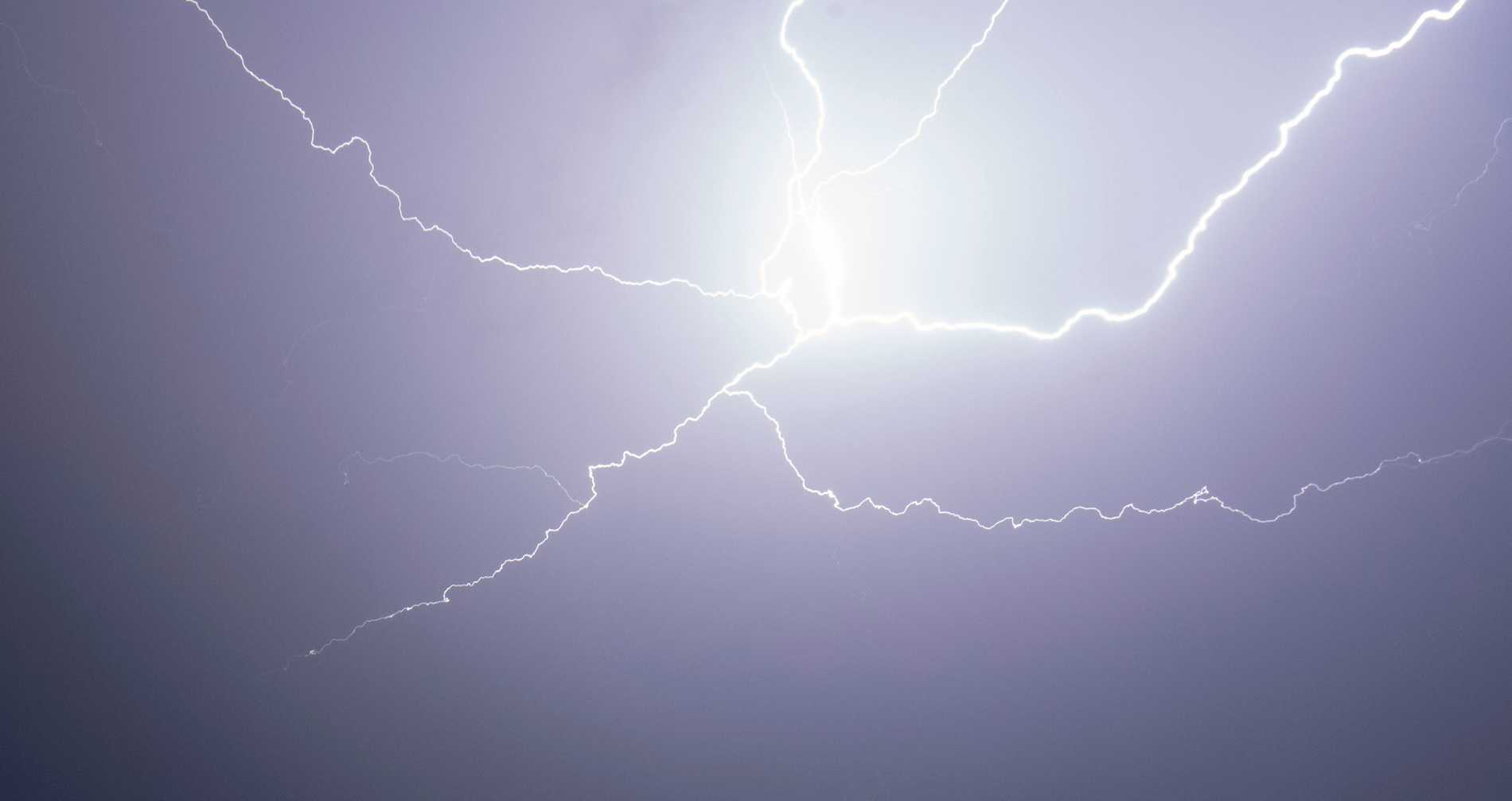 Veckan inleds med åska och regn på många håll. Arkivbild.