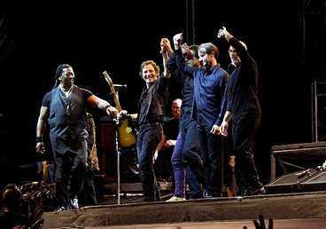 Bruce och E Street Band tackar för två makalösa konserter.