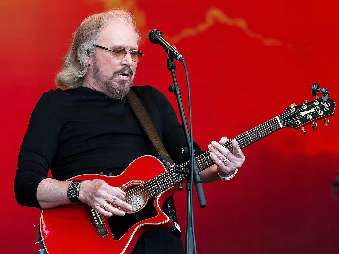Barry Gibb återanvänder Bee Gees låtkatalog genom att spela in låtarna på nytt som country.