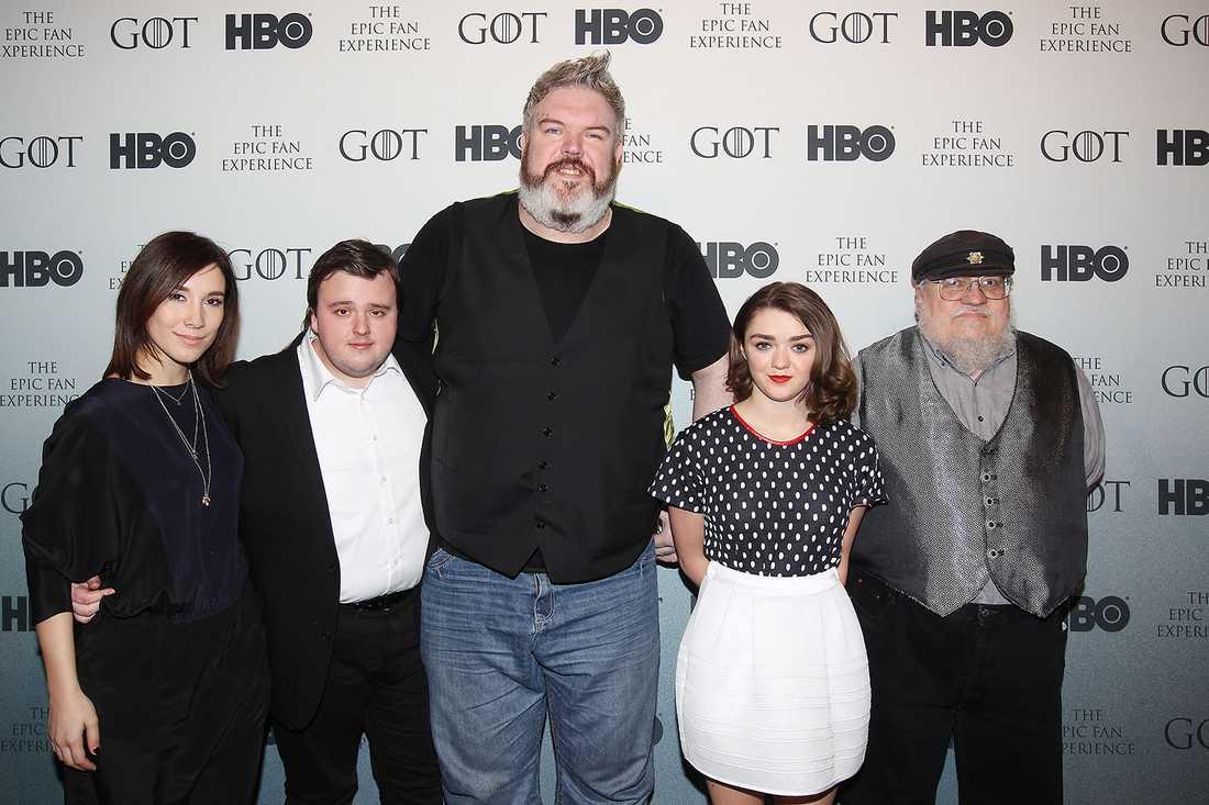 """""""Game of thrones""""-stjärnorna Sibel Kekilli, John Bradley, Kristian Nairn, Maisie Williams, och författaren och producenten George R.R. Martin tidigare i år."""