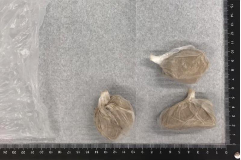 Vid det ena tillslaget hade mannen sålt 50 gram heroin, fördelat på tre påsar.