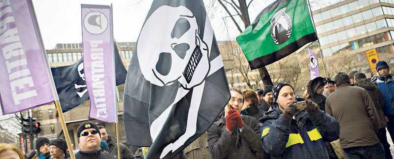 Ingen ska nekas rätten att agera politiskt och Piratpartiet vill genom att använda den åtalsimmunitet som riksdagsledamöter till att driva Pirate Bay från riksdagen, skriver debattören.