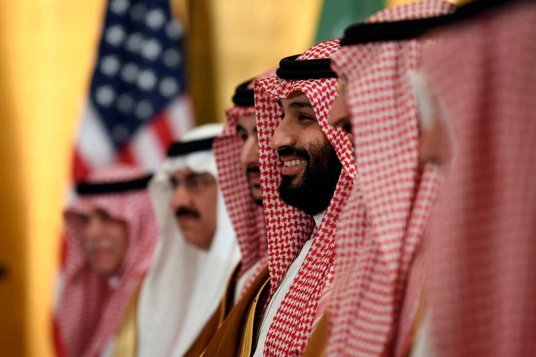 Diktaturen Saudiarabien, här representerat av kronprins Mohammed bin Salman (leende i mitten), är kontroversiellt att göra affärer med. Bild från G20-mötet i Japan nyligen.