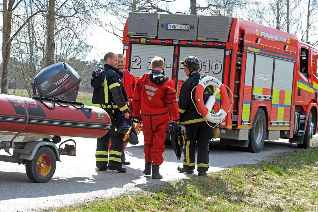 Det var två barn och två vuxna som var inblandade i vattenskoterolyckan. Sjöräddningen åkte till platsen.