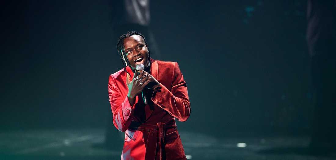 usse - Tousin Chiza - vann finalen i Melodifestivalen. Han har tackat sin lärare i Kulturskolan för att