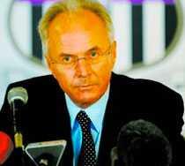 AKTUELL Sven-Göran Eriksson är En av kandidaterna för att bli ny svensk förbundskapten. Förbundsordföranden Lars-Åke Lagrell ska ta kontakt med Svennis och kolla upp vilka löneanspråk tränaren har.